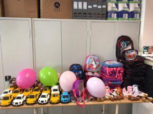 Çocuklarımız teslim edilmek üzere belirlenen oyuncakla arasında koz çocukları için bebek( uyku arkadaşı ) erkek çocuklar için araba tercih ettik