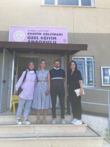 Okul müdürü Salih Arslan hocamızla hatıra fotoğrafı çektirdik . Öğrencilere Yapılmış olan destek için çok memnun olduğunu bizlere iletti.