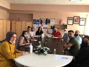 İstanbul bir diğer ilçesi Gaziosmanpaşa'da  bulunan Özele eğitim  sınıflarımızı da unutmadık ve hediyelerimizi dağıttıktan sonra öğretmenler odasında okul yönetimi ile kısa bir değerlendirme toplantısı yaptık.